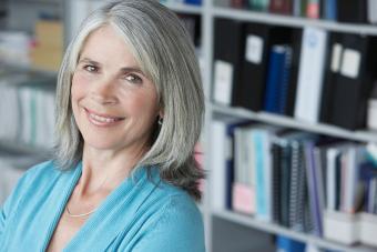 https://cf.ltkcdn.net/hair/images/slide/207674-850x567-Middle-Aged-Businesswoman.jpg