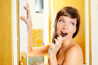 https://cf.ltkcdn.net/hair/images/slide/207742-850x567-iStock-149293343-Beautiful-fashion-woman-eating-chocolate.jpg