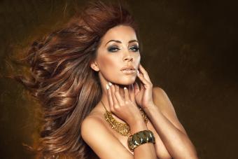 https://cf.ltkcdn.net/hair/images/slide/207748-850x567-iStock-520733015-Sexy-brunette-beauty.jpg