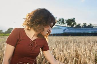 https://cf.ltkcdn.net/hair/images/slide/207752-850x567-iStock-617769928-Happy-woman-in-golden-wheat.jpg