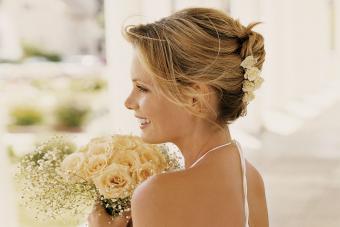 https://cf.ltkcdn.net/hair/images/slide/209528-850x567-Bride-with-short-hairstyle.jpg