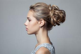 https://cf.ltkcdn.net/hair/images/slide/209530-850x567-Another-beautiful-short-hairstyle.jpg