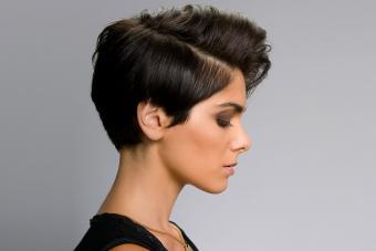 https://cf.ltkcdn.net/hair/images/slide/209539-850x567-Short-hairstyle-profile.jpg
