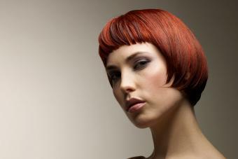 https://cf.ltkcdn.net/hair/images/slide/209542-850x567-Short-hairstyle-with-bangs.jpg