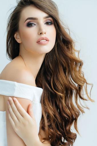 https://cf.ltkcdn.net/hair/images/slide/212009-568x850-Beautiful-woman-with-chestnut-color-hair.jpg