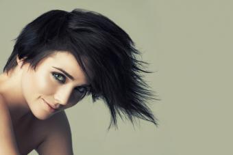 https://cf.ltkcdn.net/hair/images/slide/219608-704x469-Short-hair-with-heavy-bangs.jpg