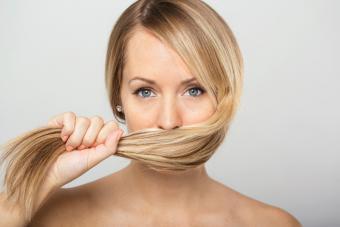 https://cf.ltkcdn.net/hair/images/slide/219624-704x469-avoid-hair-mistakes.jpg