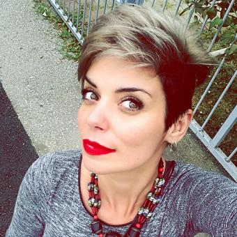 Short women's hairstyle with colored tips