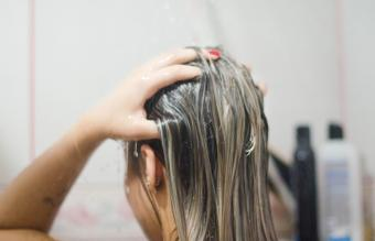 Baking Soda for Your Hair: Wash & Clarify in Easy Steps