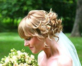 https://cf.ltkcdn.net/hair/images/slide/3309-265x216-partystyle9.jpg