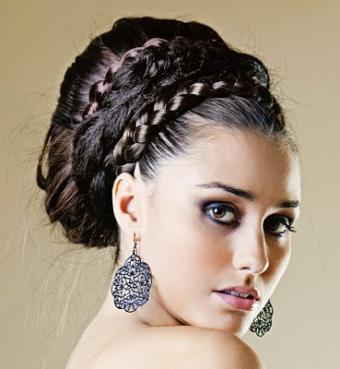 https://cf.ltkcdn.net/hair/images/slide/3889-369x400-promstyle16.jpg