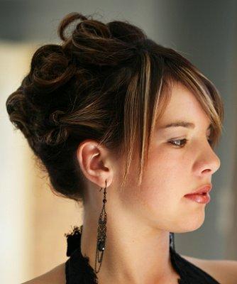https://cf.ltkcdn.net/hair/images/slide/3891-334x400-promstyle12.jpg
