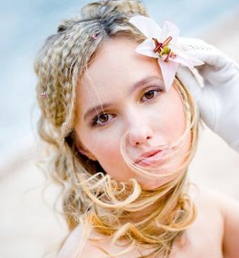 https://cf.ltkcdn.net/hair/images/slide/3908-371x400-weddayhair15.jpg