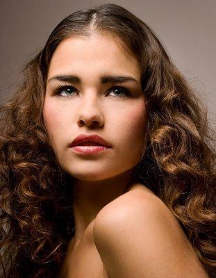 https://cf.ltkcdn.net/hair/images/slide/3940-311x400-curlylook2.jpg
