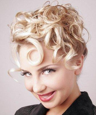 https://cf.ltkcdn.net/hair/images/slide/3945-336x400-curlylook14.jpg
