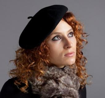 https://cf.ltkcdn.net/hair/images/slide/3952-429x400-curlylook11.jpg