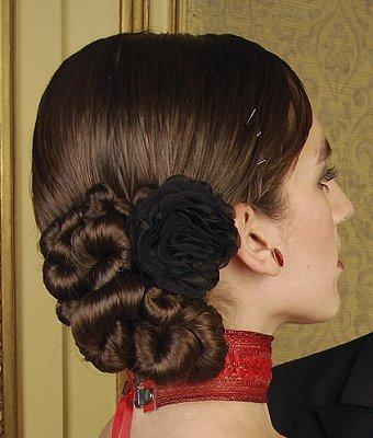 https://cf.ltkcdn.net/hair/images/slide/3975-340x400-bun9.jpg