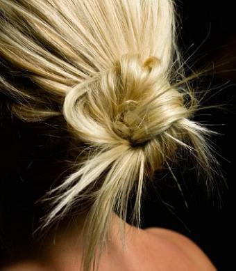 https://cf.ltkcdn.net/hair/images/slide/3977-350x400-bun11.jpg