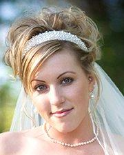 Bride wearing pearl headband hair piece