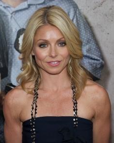 Kelly Ripa with layered blonde hair