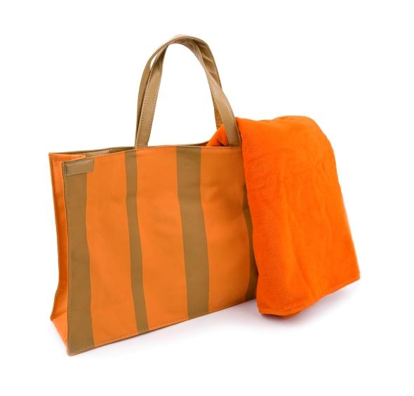 https://cf.ltkcdn.net/handbags/images/slide/126312-590x565r1-orange-tote3.jpg