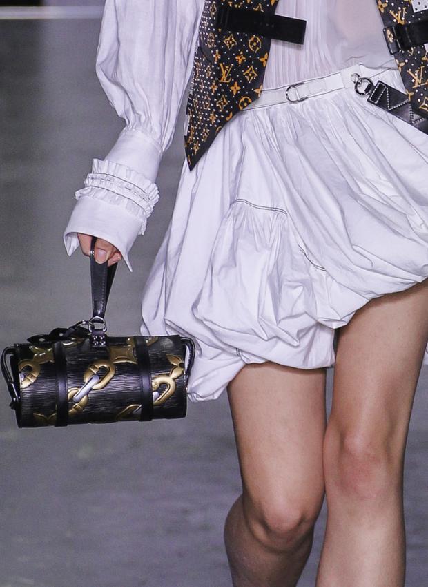 https://cf.ltkcdn.net/handbags/images/slide/198474-620x850-handbags7_LVcrop.jpg