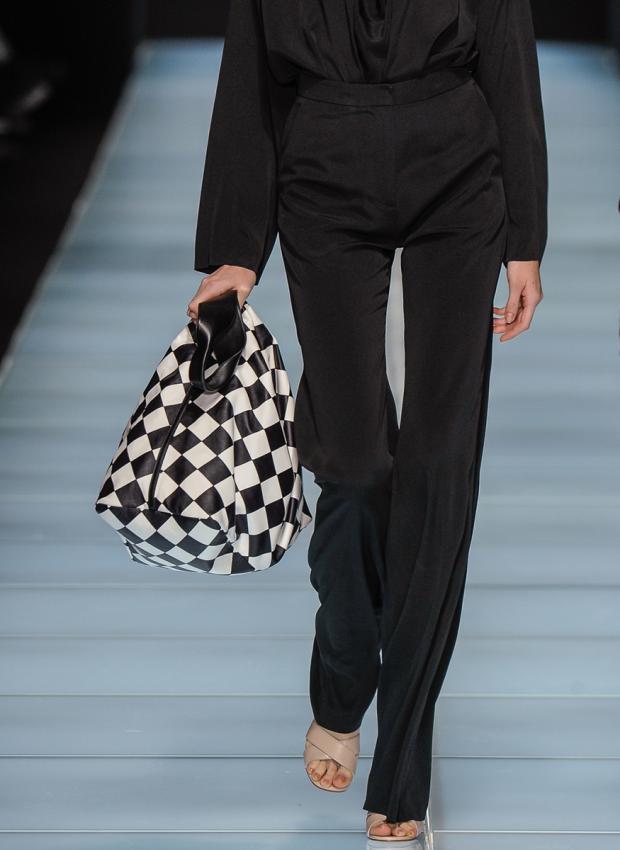 https://cf.ltkcdn.net/handbags/images/slide/198475-620x850-handbags8_anteprimacrop.jpg
