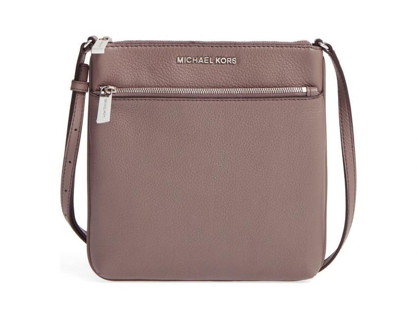 https://cf.ltkcdn.net/handbags/images/slide/203461-850x649-Michael-Kors-Small-Riley-Leather-Crossbody-Bag.jpg