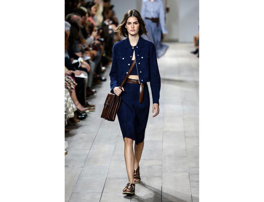 https://cf.ltkcdn.net/handbags/images/slide/203555-850x649-Model-wearing-Michael-Kors.jpg