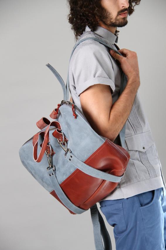 https://cf.ltkcdn.net/handbags/images/slide/207429-567x850-manpurse13_backpack.jpg