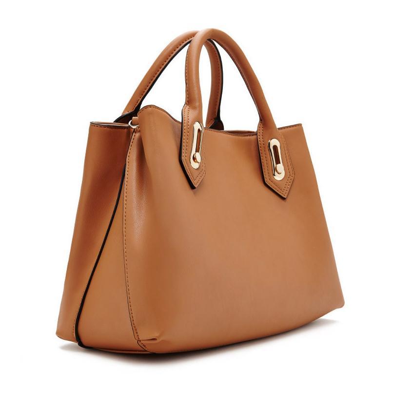 https://cf.ltkcdn.net/handbags/images/slide/218296-806x806-knockoffmarcjacobs.jpg