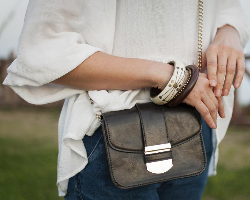 https://cf.ltkcdn.net/handbags/images/slide/218490-850x680-crossbodybag.jpg