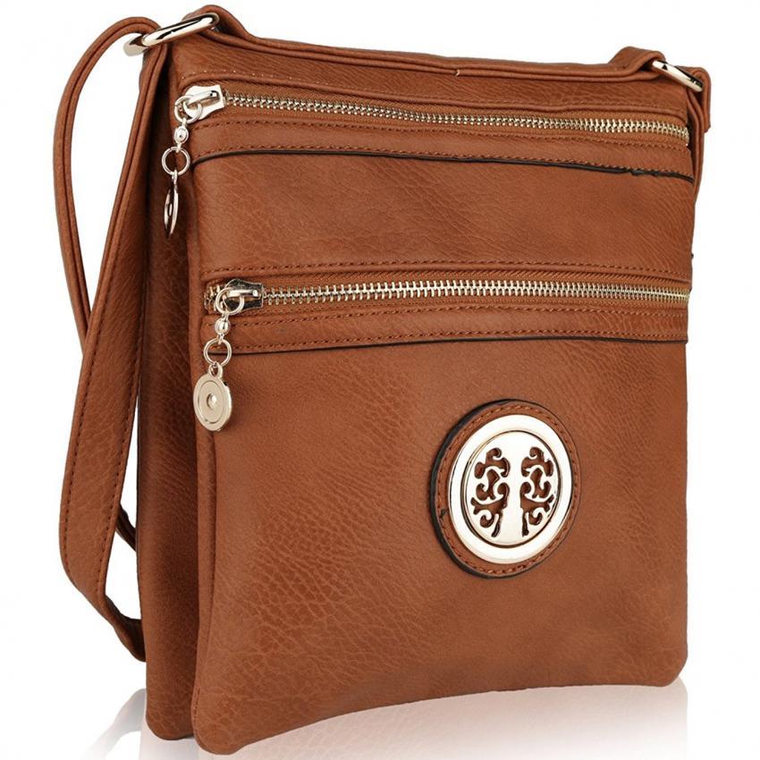 https://cf.ltkcdn.net/handbags/images/slide/226091-850x850-crossbodyamazon.jpg