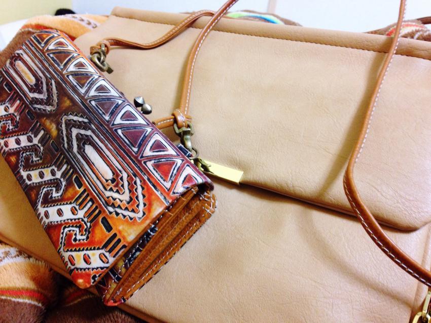 https://cf.ltkcdn.net/handbags/images/slide/250430-850x638-4_Double_Bags.jpg