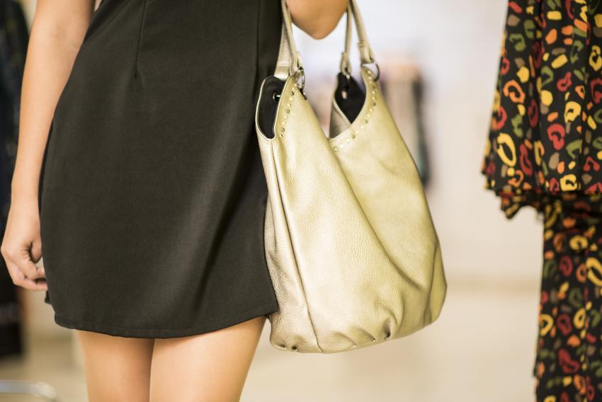 https://cf.ltkcdn.net/handbags/images/slide/250434-850x568-8_Slouchy_bag.jpg