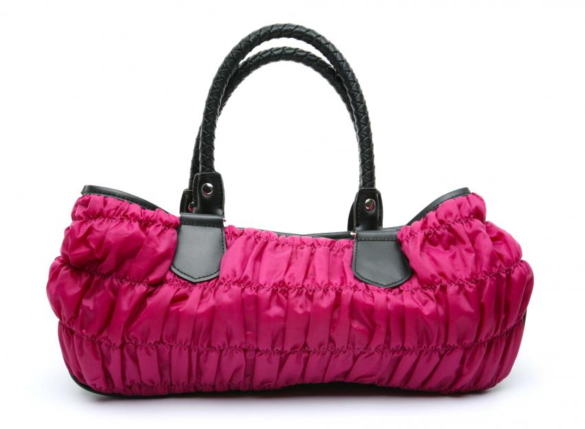https://cf.ltkcdn.net/handbags/images/slide/250438-850x623-12_Quilted_Bag.jpg