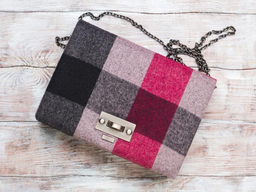 https://cf.ltkcdn.net/handbags/images/slide/250442-850x638-16_Checkered_Bag.jpg