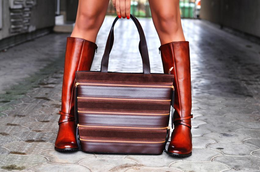 https://cf.ltkcdn.net/handbags/images/slide/250445-850x565-19_Suede_Bag.jpg