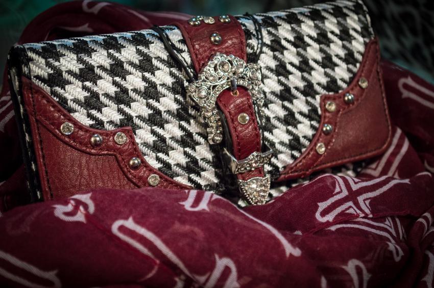https://cf.ltkcdn.net/handbags/images/slide/250446-850x565-20_Houndstooth.jpg