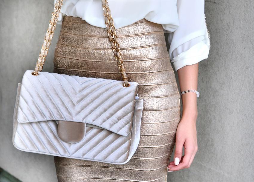 https://cf.ltkcdn.net/handbags/images/slide/250454-850x610-27_Velour_Bag.jpg