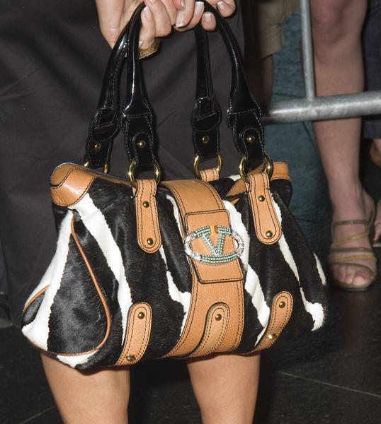https://cf.ltkcdn.net/handbags/images/slide/38685-538x600-celeb-bag1.jpg