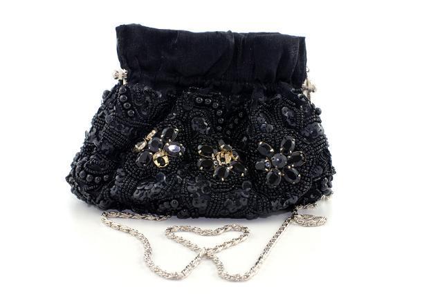 https://cf.ltkcdn.net/handbags/images/slide/38693-636x426-Black-Beaded.jpg