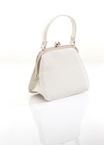 https://cf.ltkcdn.net/handbags/images/slide/38699-441x614-White-Handbag119.jpg