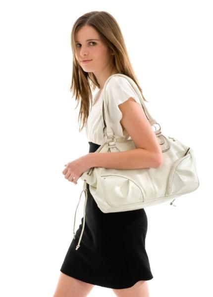 https://cf.ltkcdn.net/handbags/images/slide/38777-430x601-Wearhandbag_1.jpg
