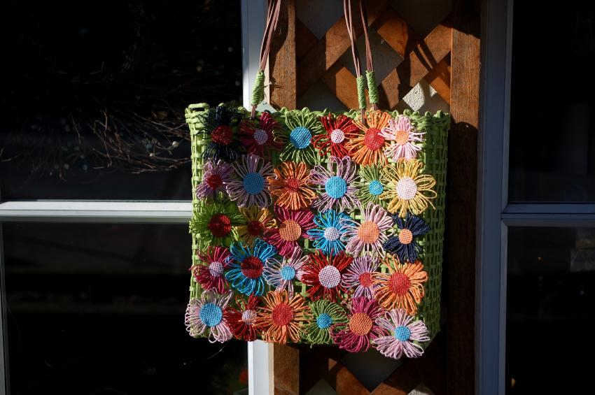 https://cf.ltkcdn.net/handbags/images/slide/38894-850x565-Daisy.jpg