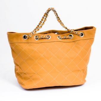https://cf.ltkcdn.net/handbags/images/slide/126315-610x606r1-orange-tote5.jpg