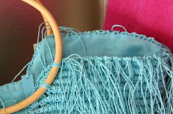 https://cf.ltkcdn.net/handbags/images/slide/138537-849x565r2-blue-bag.jpg