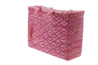 https://cf.ltkcdn.net/handbags/images/slide/138543-850x565r2-woven-straw.jpg