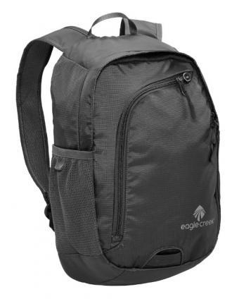 https://cf.ltkcdn.net/handbags/images/slide/174389-401x500-nylon-backpack.jpg
