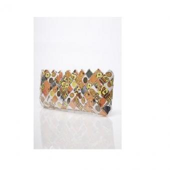 https://cf.ltkcdn.net/handbags/images/slide/174507-450x450-reese%27s-candy-wrapper-purse.jpg